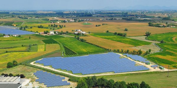 ¿Consume demasiada tierra útil la energía solar?